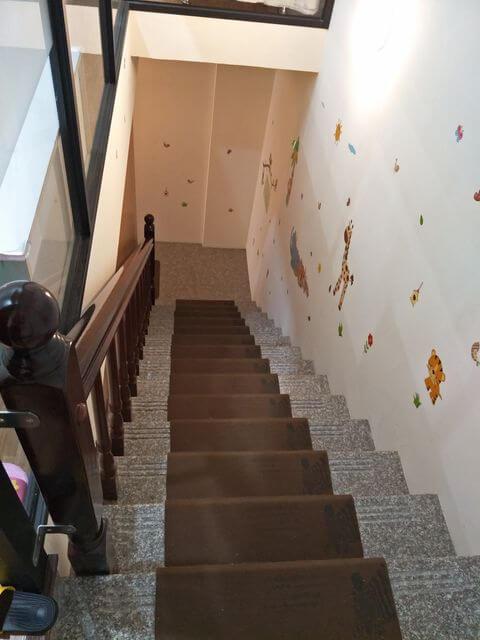 小森林親子餐廳樓梯