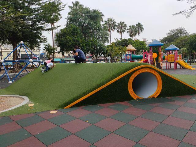 水萍塭公園水管山洞