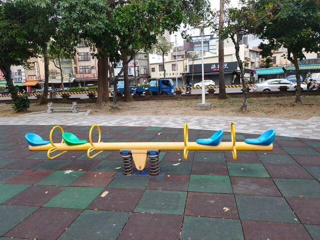 水萍塭公園蹺蹺板