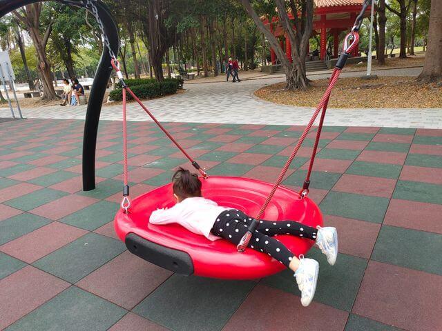 水萍塭公園鳥巢盪鞦韆